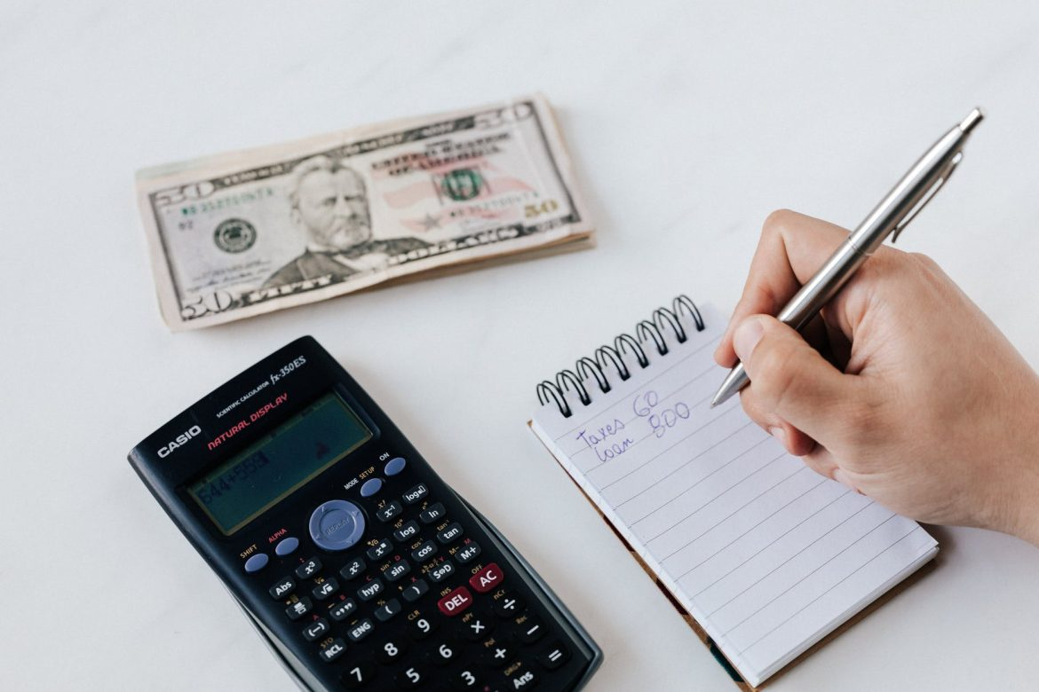 4 REASONS TO USE BOOKKEEPING SOFTWARE FOR SMALL BUSINESSES